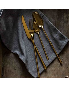 أدوات طعام بتصميم Sakura باللون الذهبي.
