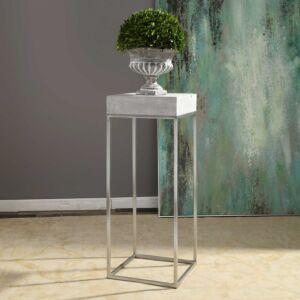 Jude Plant Stand طاولة