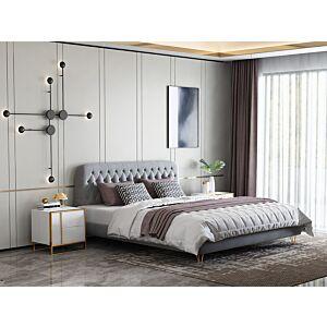 هيكل سرير مزدوج كومفي هوم بإطلالة خلابة لغرفة نوم مودرن